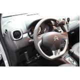 pedal de acelerador a esquerda